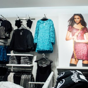 largest UK H&M store opening Featuring Ella Eyre